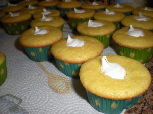 Lemon Creme Cupcakes with Filling